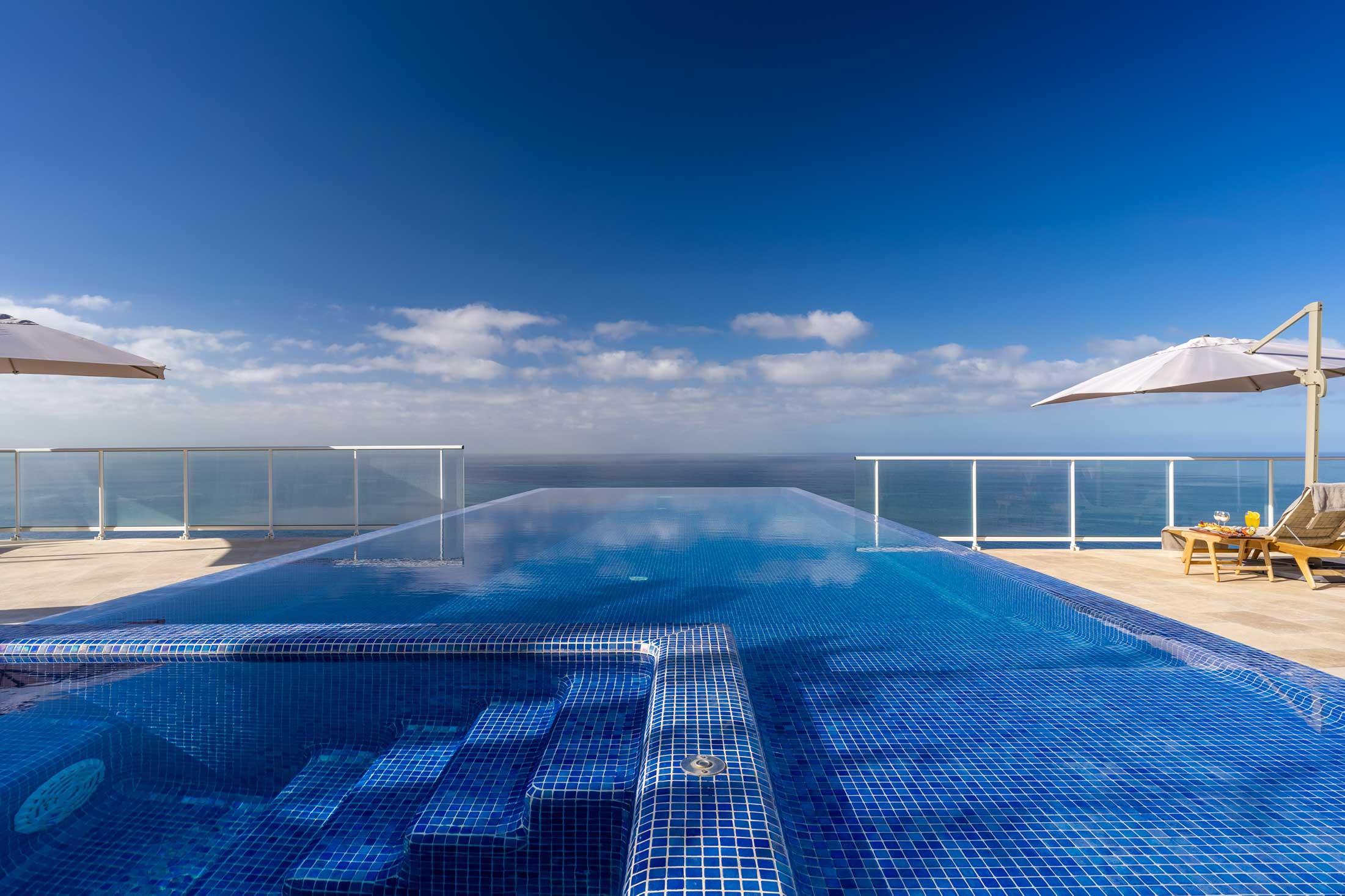 escarpa madeira hotel infinity pool